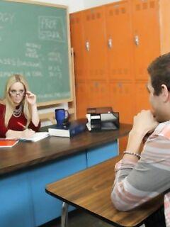Учителя возбудились и занялись развратом в классе