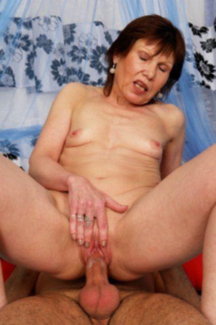 Опытная бабулька занимается сексом после онанирования