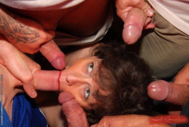 Групповой секс с полной бабулькой в автомобиле до спермы на лице