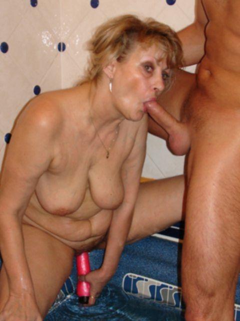 Ебля и дрочка вагинальной дырки от зрелой бабульки