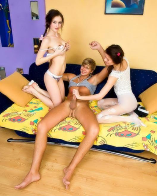 Русские близняшки не прочь жестко ебаться в киски без презерватива