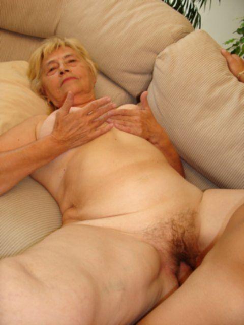 Жирная богатая бабулька получила сперму на лицо после секса
