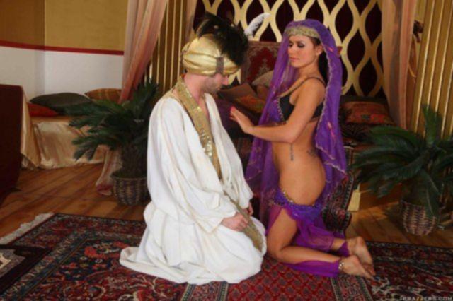 Восточная красавица из Brazzers занимается анальным сексом