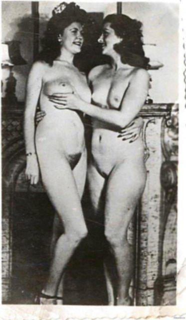 Старое порно сексуальных и развратных девушек ебущихся в киску.