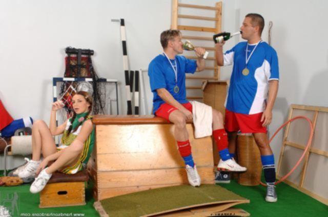 Футболисты развратили малолетку и наснимали супер фотки