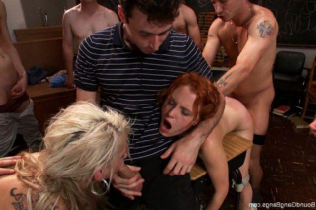 Жесткий трах торпой с голыми проститутками