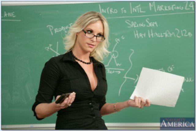 Развратные учителя занимаются сексом в школе