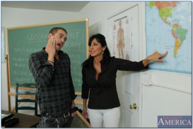 Пошлые учителя в школе после орального секса ебутся