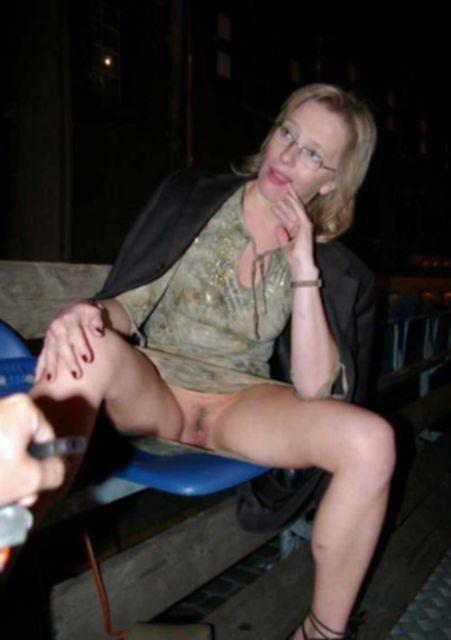В фото нарезках обнажённые жены раздвигают ноги