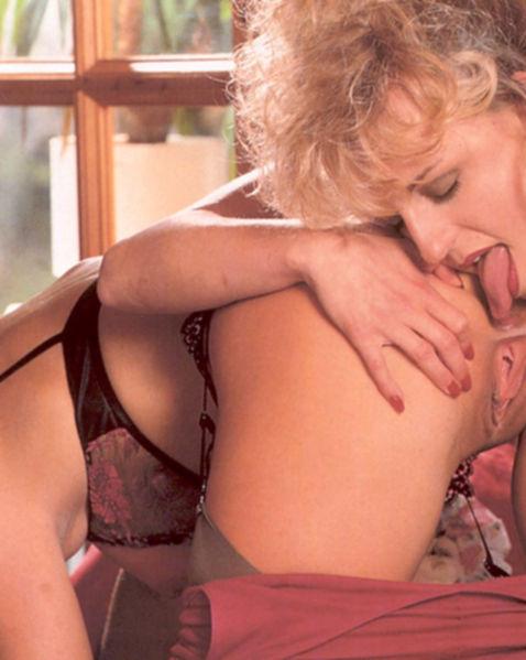 На винтаж картинках красивые лесбиянки мастурбируют киски