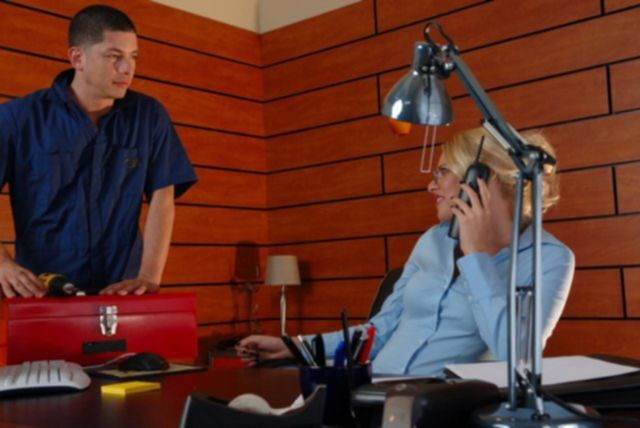 Очкастая училка из Бразерс после куни занимается сексом