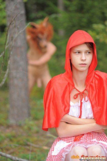Красная шапочка отсосала огромный член и по ебалась в пизду раком