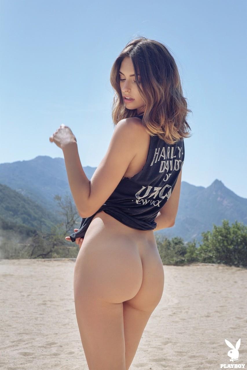 Великолепная студентка из колледжа Lis Giolito позирует на природе в сексуальных нарядах - смотреть на телефоне бесплатно