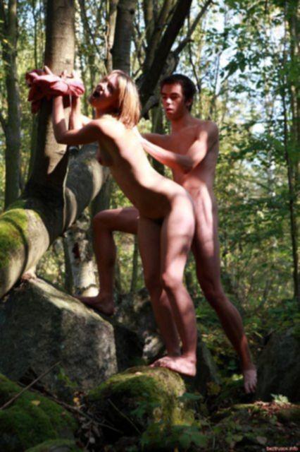 На фото новинках строптивая жена ебется на природе
