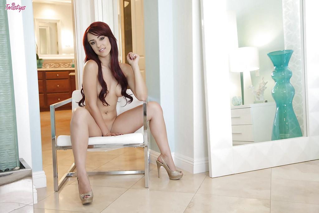 Божественная порнозвезда Amber Rouge ванны в теплом своей сексуальности - смотреть на телефоне бесплатно