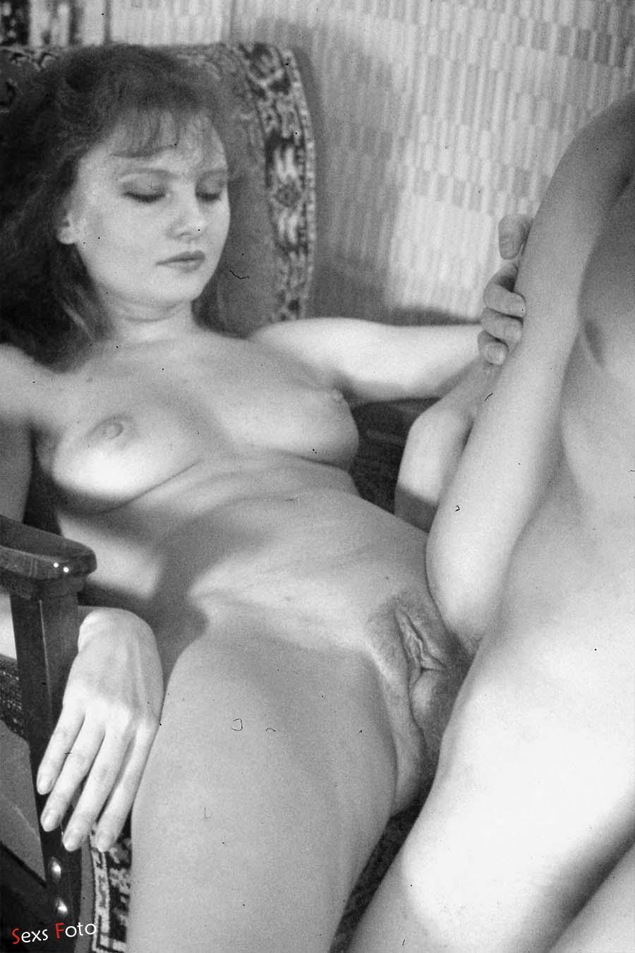 Ретро секс с окончанием в волосатую киску
