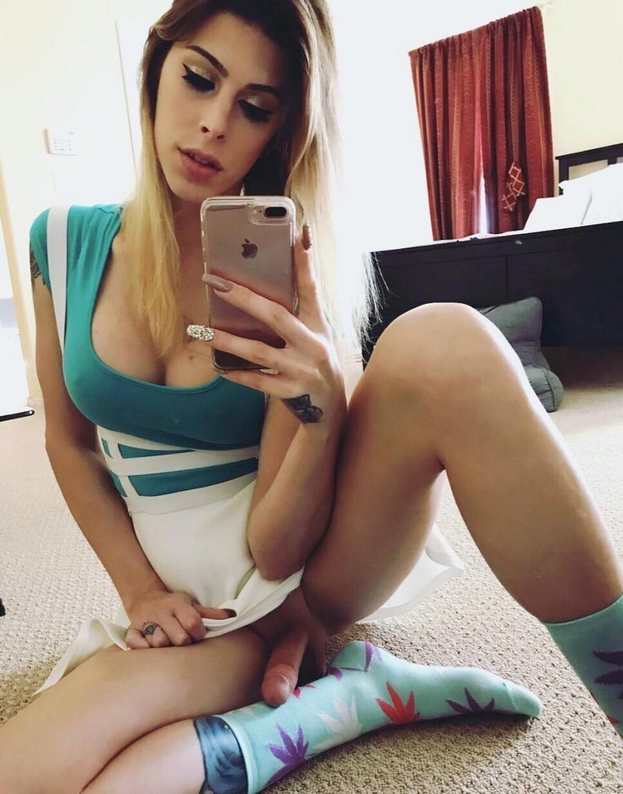Селфи красивых шимайлов (56 порно фото)